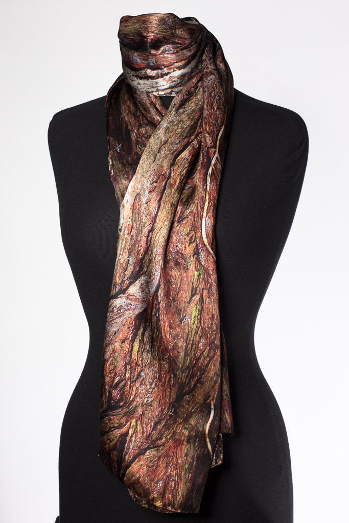 The Xu Zhimo Willow Scarf 徐志摩柳树丝巾 Made in Britain, 英国制造 by Howard Guest in 100% satin silk. King's College Cambridge.