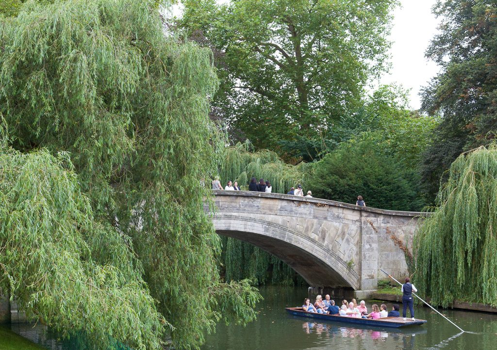 King's College Bridge over the river Cam, Cambridge. The willows are associated with Saying Goodbye to Cambridge Again, 再别康桥