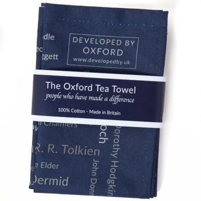 The Oxford Tea Towel features over 200 names of individuals who have made a difference to our lives by their contribution across a broad range of endeavours including the arts, the sciences, in sport and in politics. Made in Britain from 100% cotton.